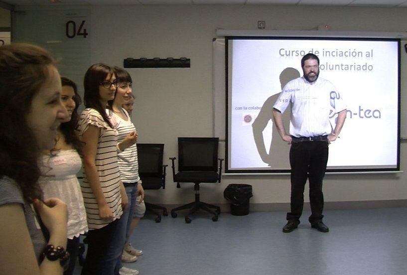 Foto - EUDE organiza un Programa de Iniciación al voluntariado con personas con TEA