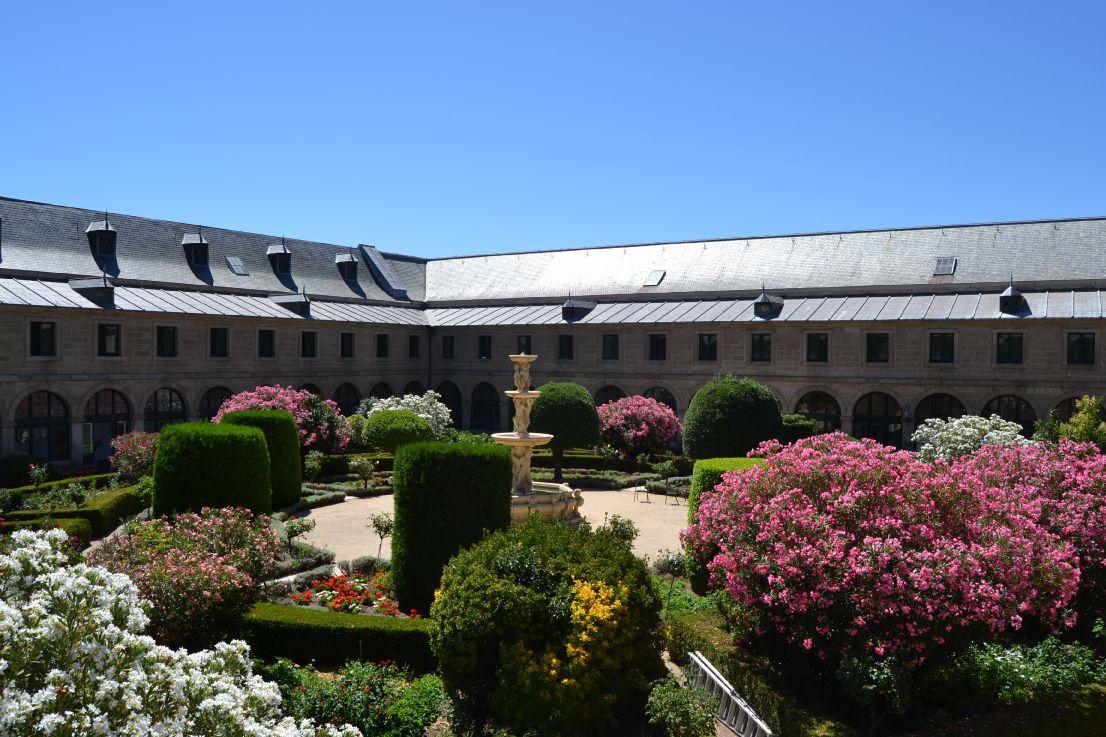 Real Centro Universitario María Cristina